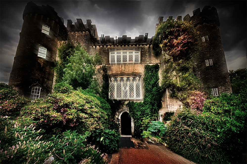 How to use Photoshop to Create a Dark Atmosphere - Example: The Dark Castle